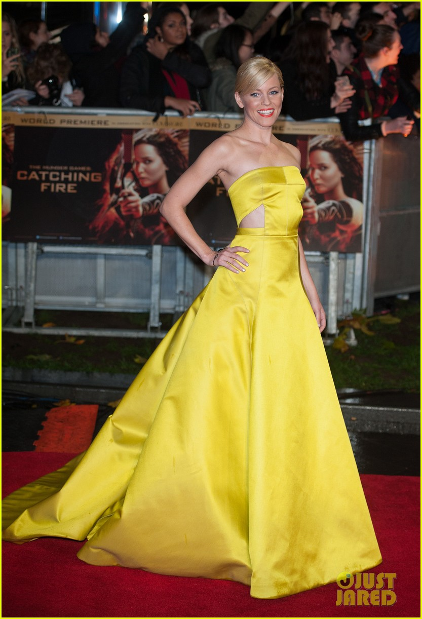 elizabeth banks jena malone catching fire world premiere 032990488