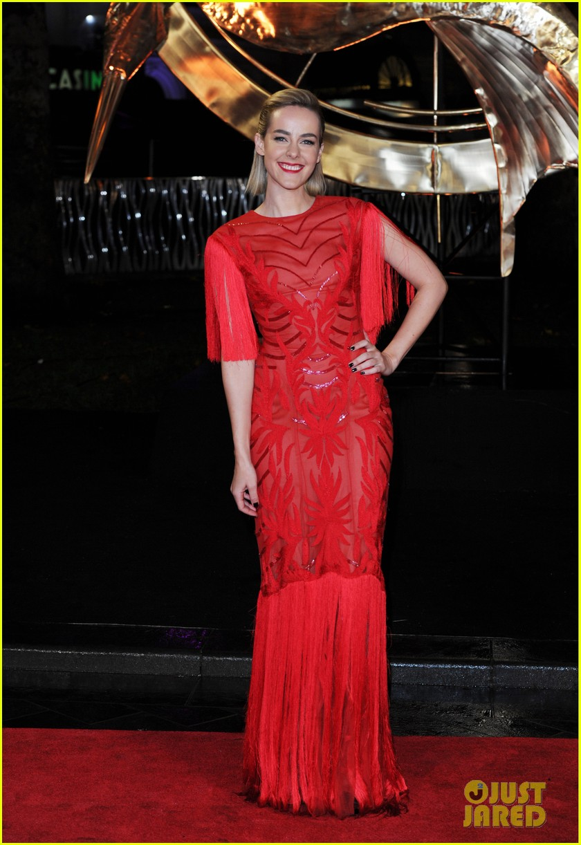 elizabeth banks jena malone catching fire world premiere 05