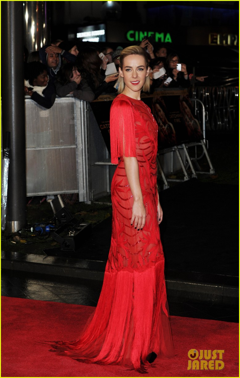 elizabeth banks jena malone catching fire world premiere 062990491