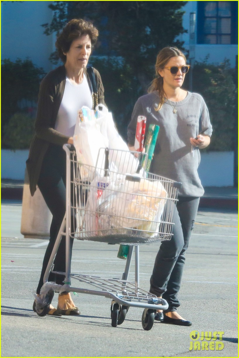 drew barrymore thanksgiving grocery shopping 17