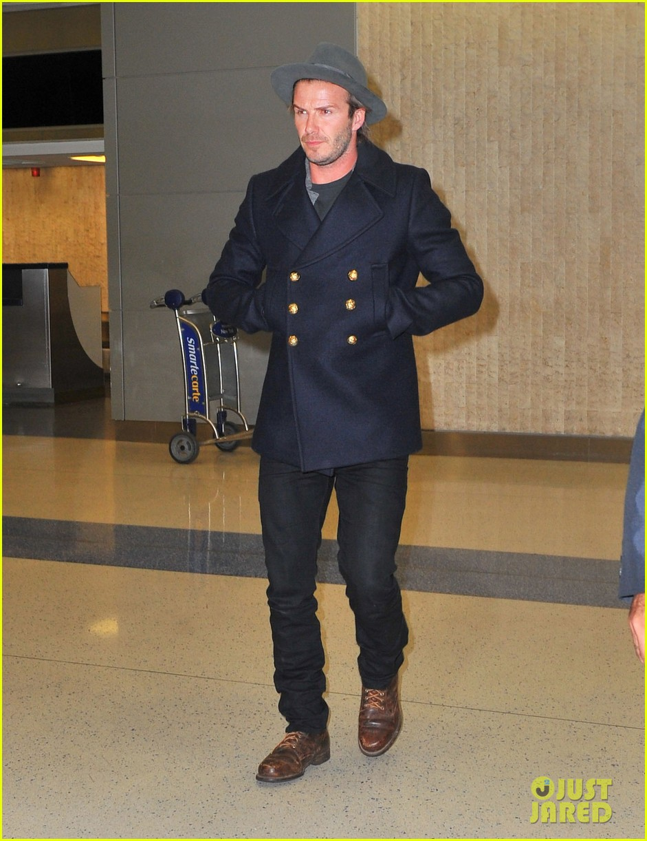 david beckham cheers on nets after flight into town 012986012