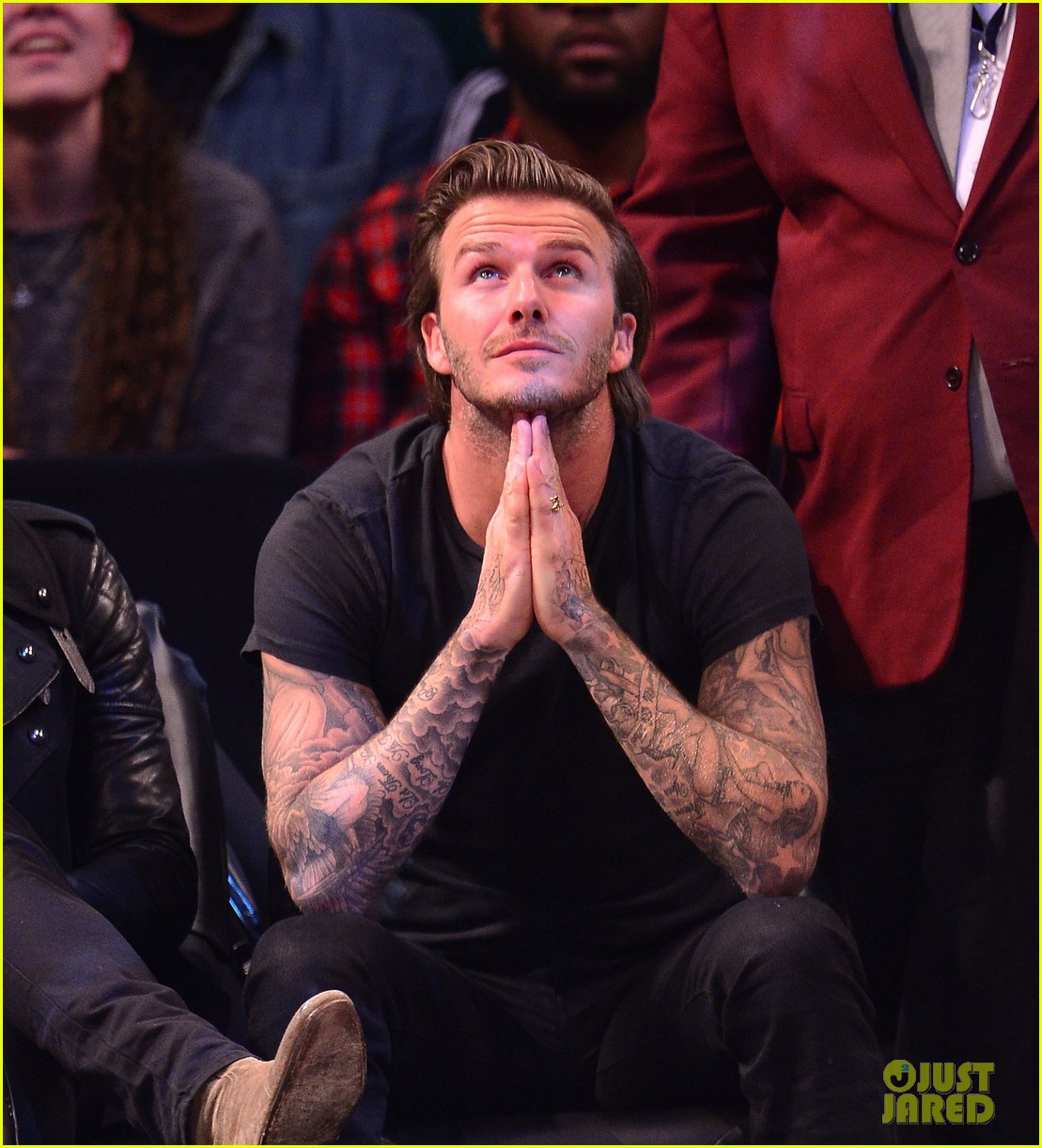 david beckham cheers on nets after flight into town 022986013