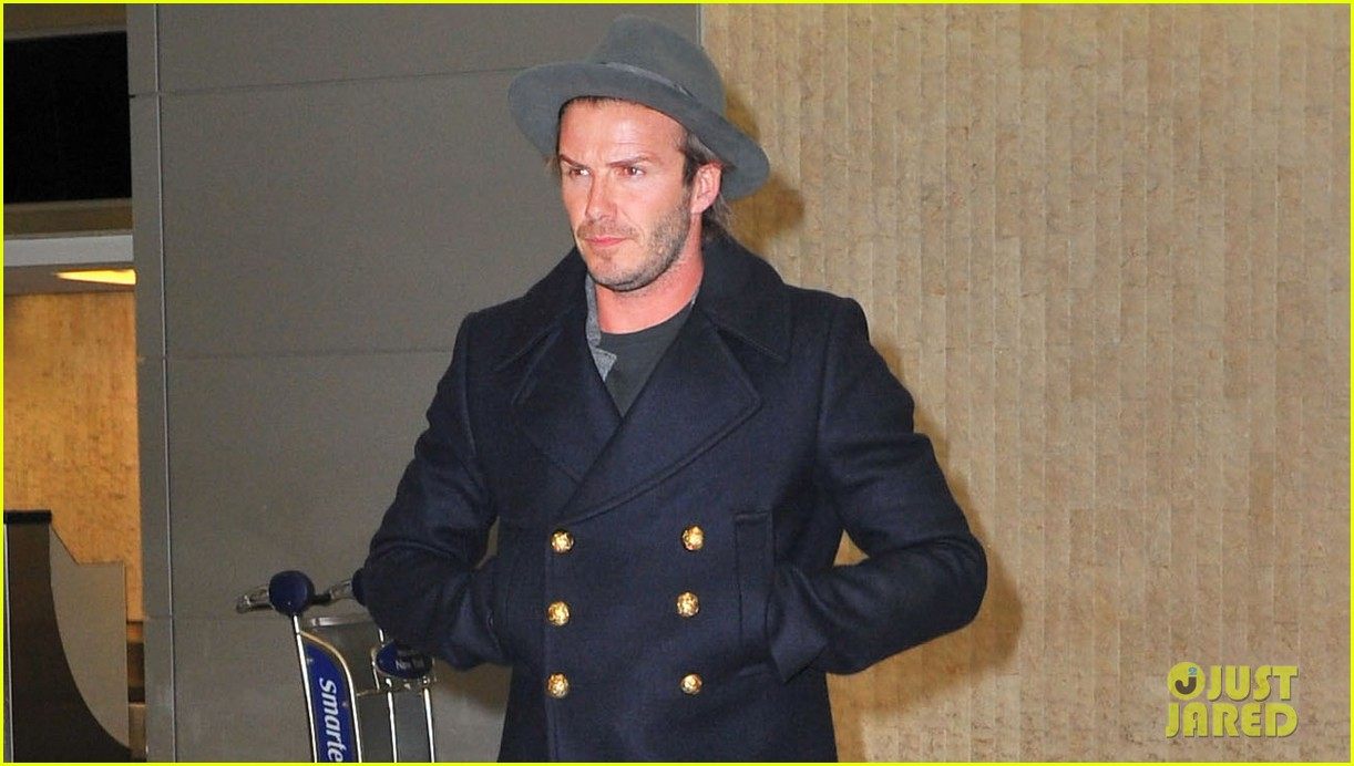david beckham cheers on nets after flight into town 042986015