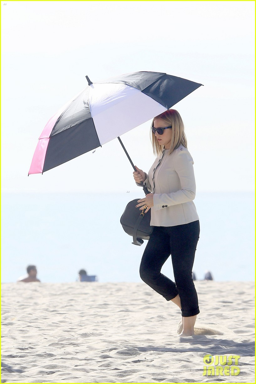 kristen bell house of cards beach filming 012987980