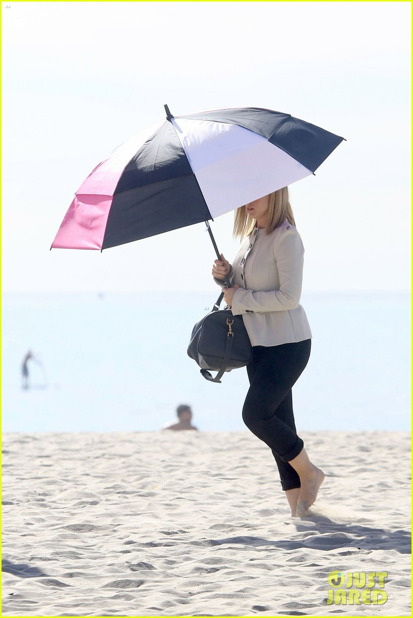 kristen bell house of cards beach filming 18