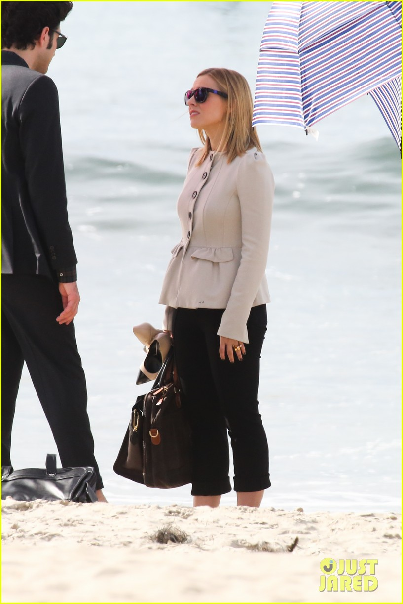 kristen bell house of cards beach filming 202987999