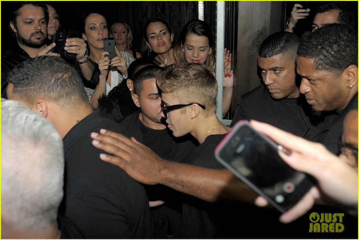 Justin Bieber Spends Time At Brazilian Brothel Photo