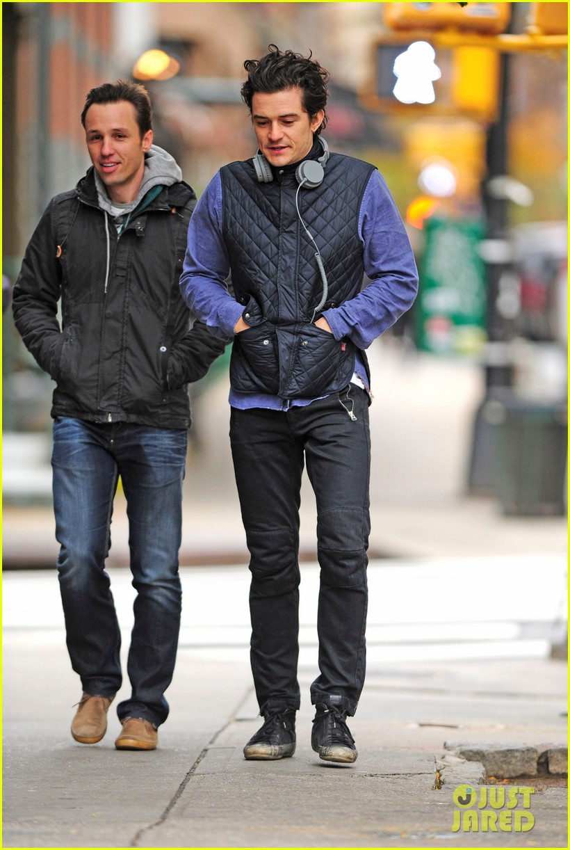 orlando bloom braves chilly weather after nyc first snow 012991250