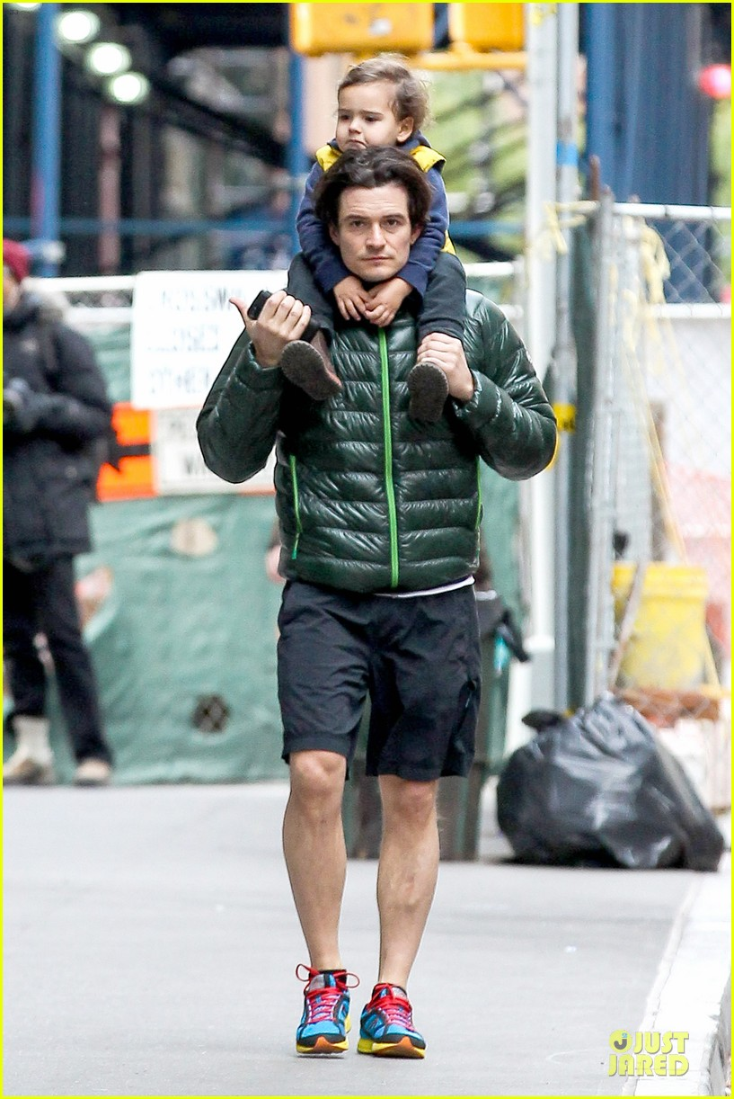 orlando bloom talks fitting into old legolas costume 042986606
