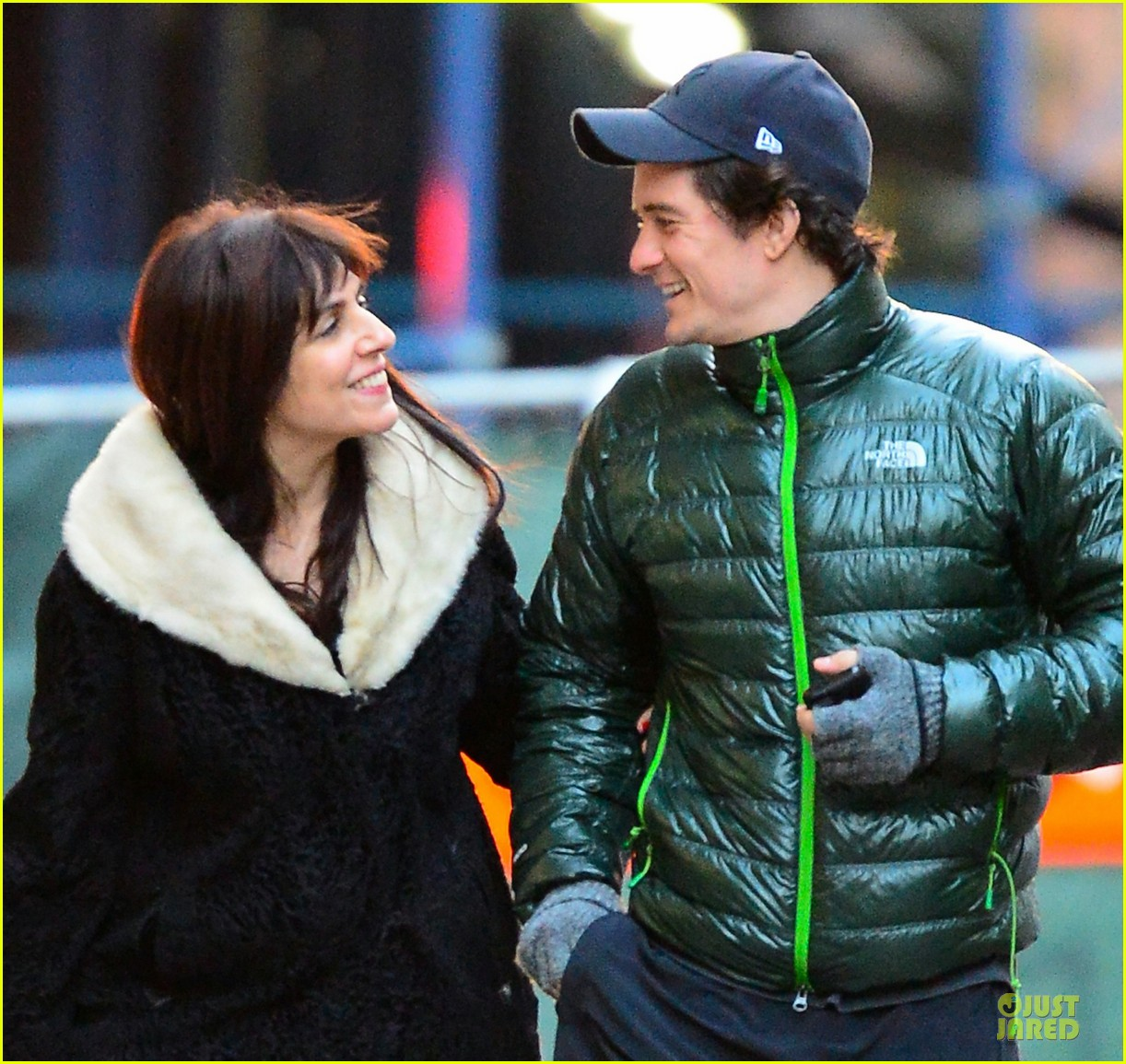 orlando bloom hooks arms with mystery woman in nyc 022988605