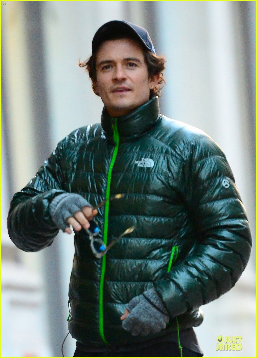 orlando bloom hooks arms with mystery woman in nyc 042988607