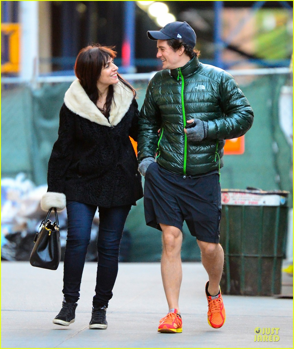 orlando bloom hooks arms with mystery woman in nyc 052988608