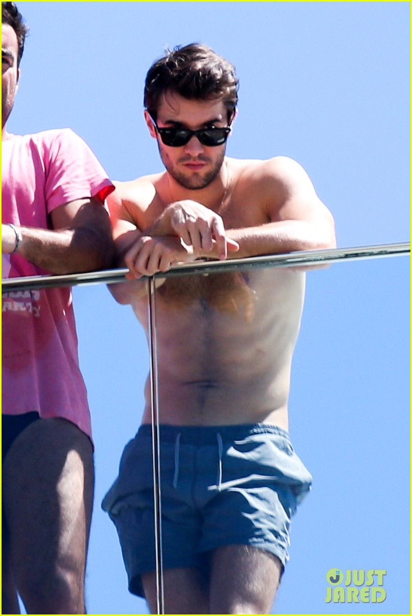 josh bowman shirtless brazil 023001803