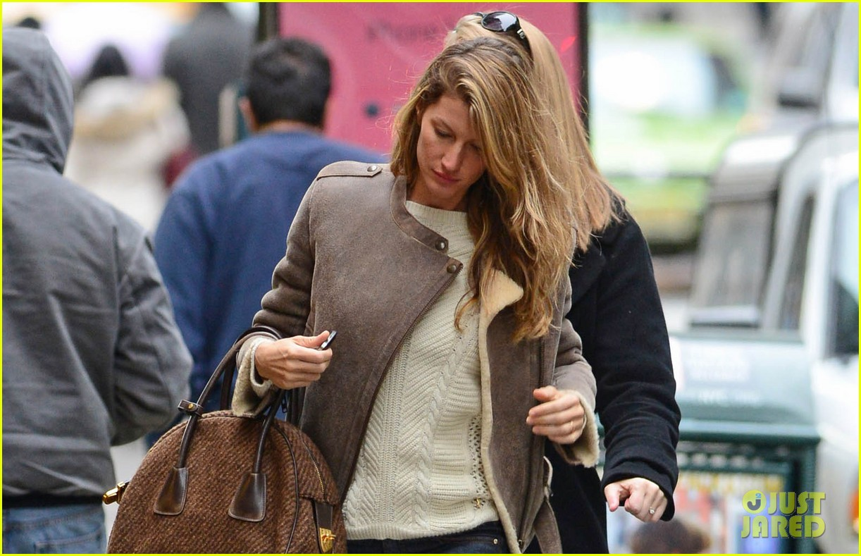 gisele bundchen wishes her fans a great day 023000630