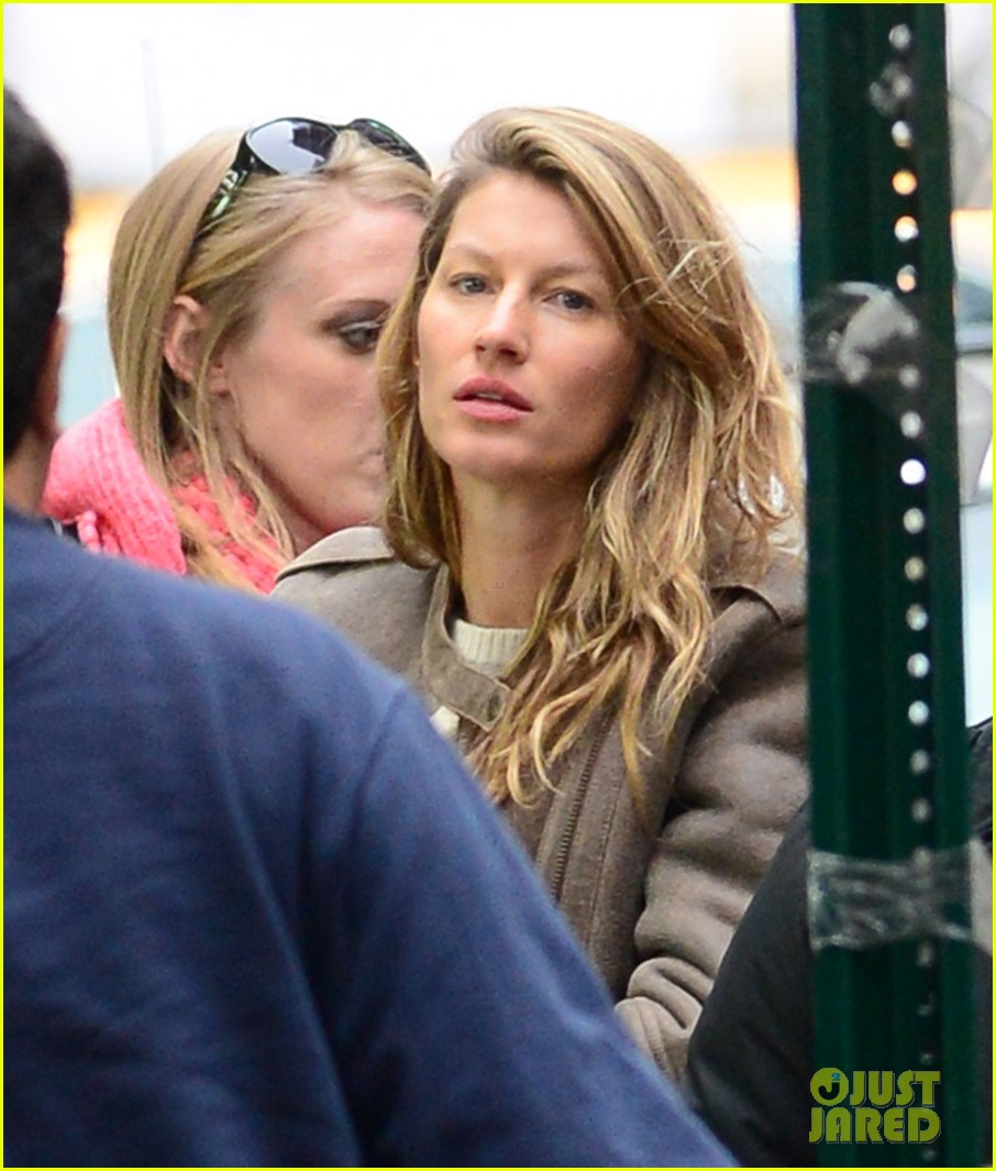 gisele bundchen wishes her fans a great day 033000631