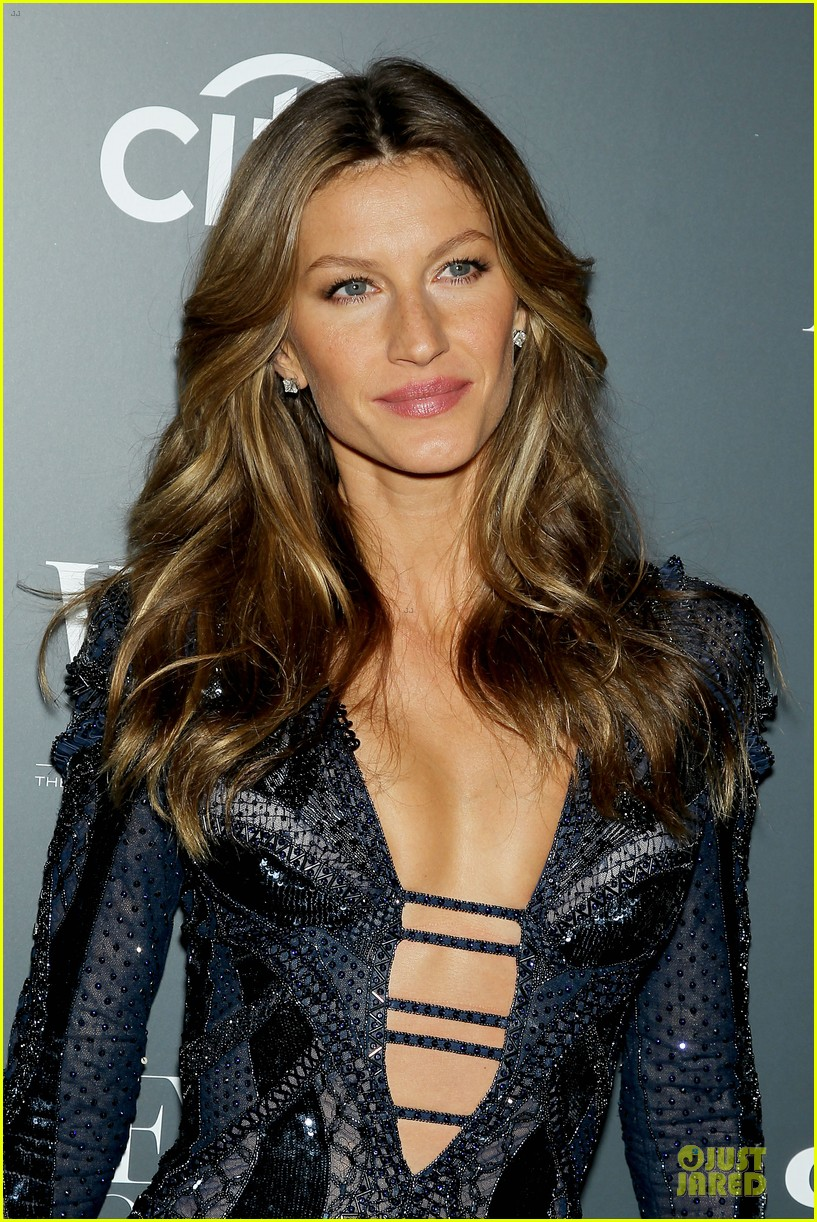 gisele bundchen plunging neckline at wsj magazine awards 022987239