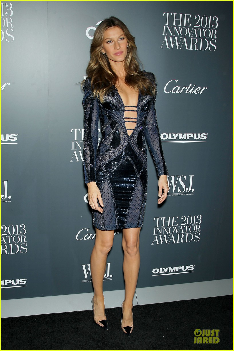 gisele bundchen plunging neckline at wsj magazine awards 09