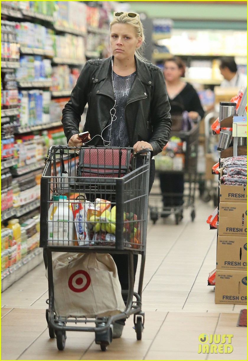 busy philipps stocks up on groceries before thanksgiving 013000696