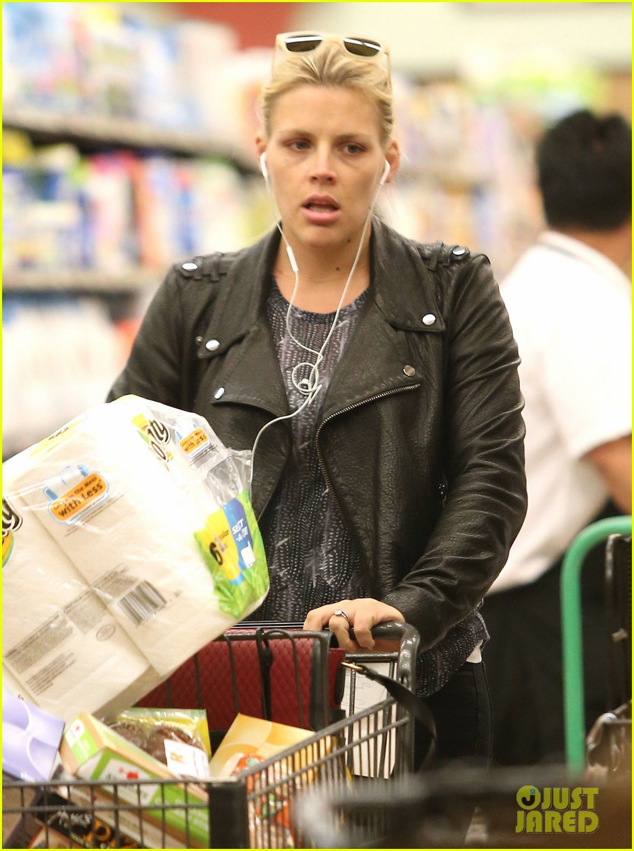 busy philipps stocks up on groceries before thanksgiving 023000697