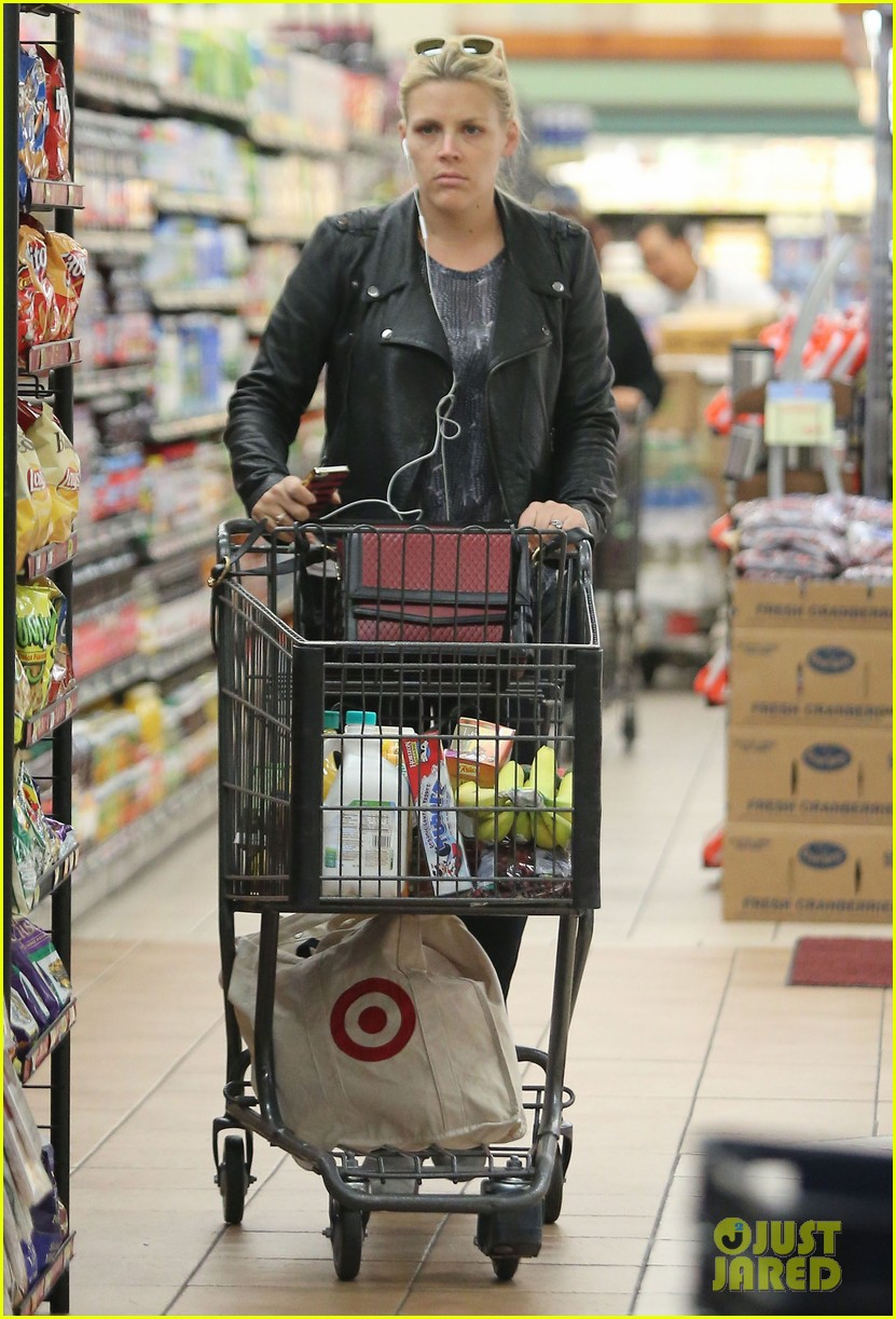 busy philipps stocks up on groceries before thanksgiving 083000703