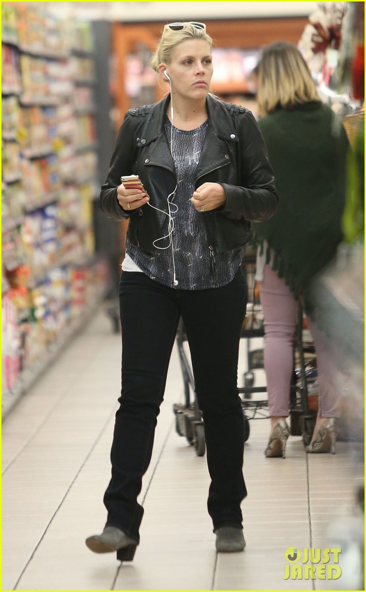 busy philipps stocks up on groceries before thanksgiving 103000705