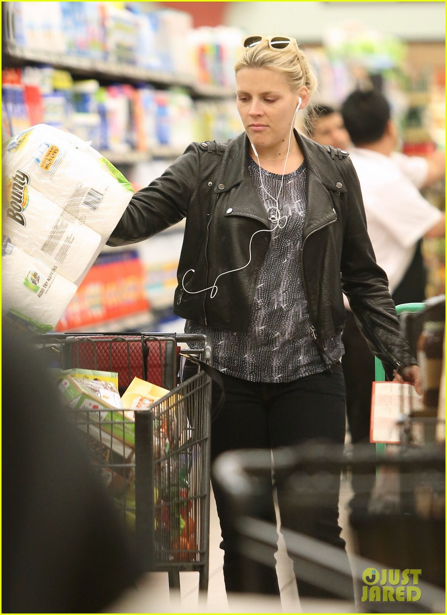busy philipps stocks up on groceries before thanksgiving 133000708