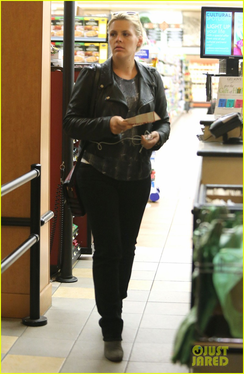 busy philipps stocks up on groceries before thanksgiving 163000711