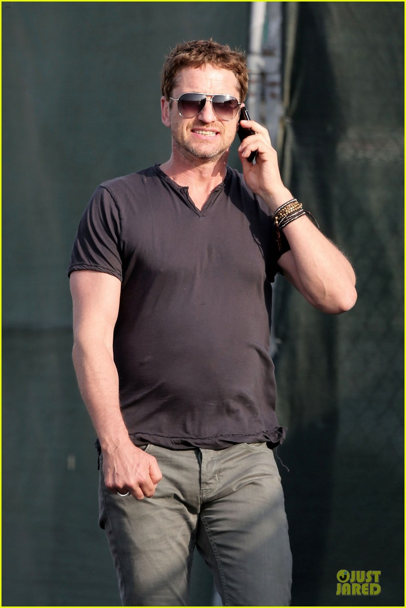 gerard butler chats in la after f1 championships 042995560