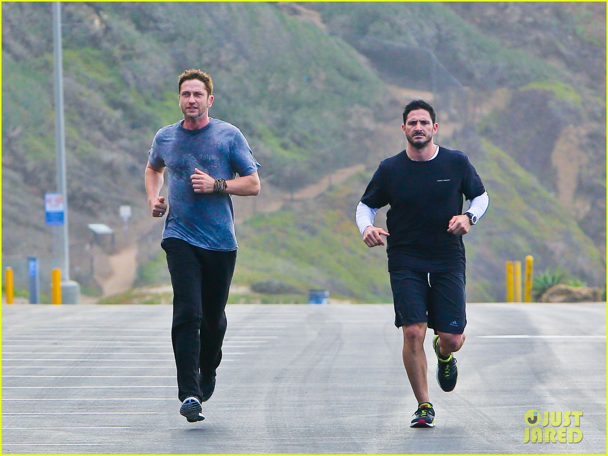 gerard butler works up a sweat for morning run 012997390