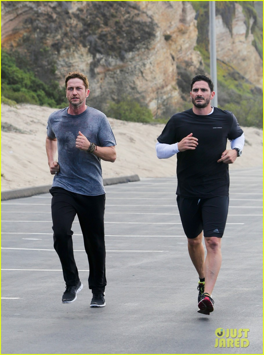 gerard butler works up a sweat for morning run 102997399