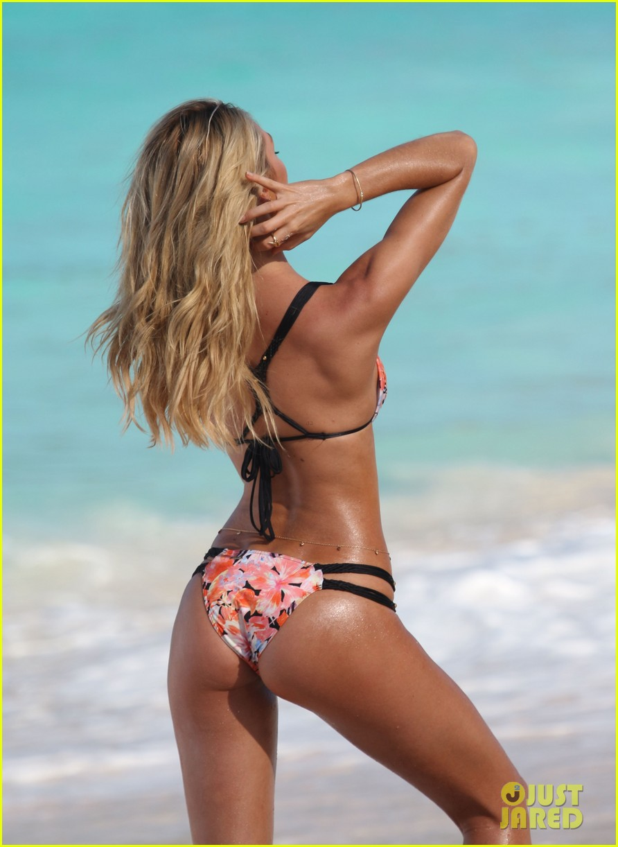 candice swanepoel shows off fabulous bikini body 172998803