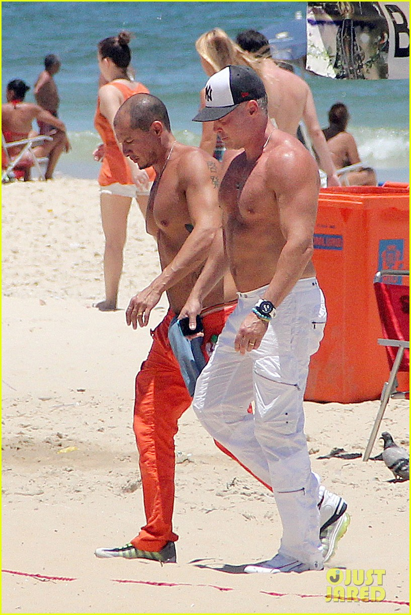 gma sam champion continues shirtless honeymoon 052997436