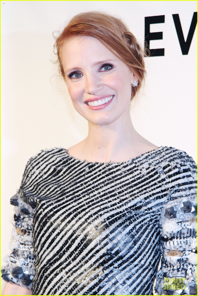 jessica chastain honors karl lagerfeld 022987307