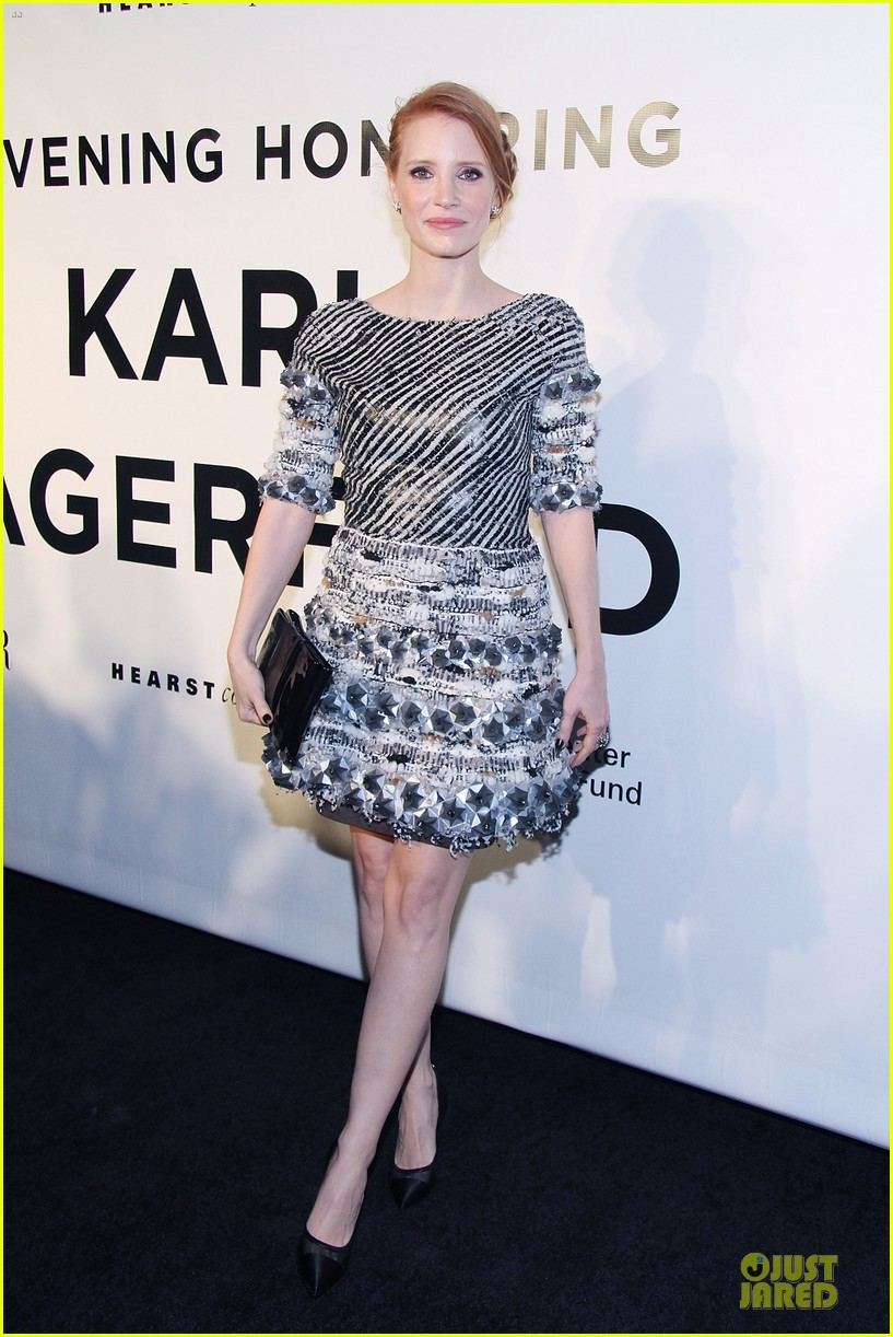 jessica chastain honors karl lagerfeld 032987308