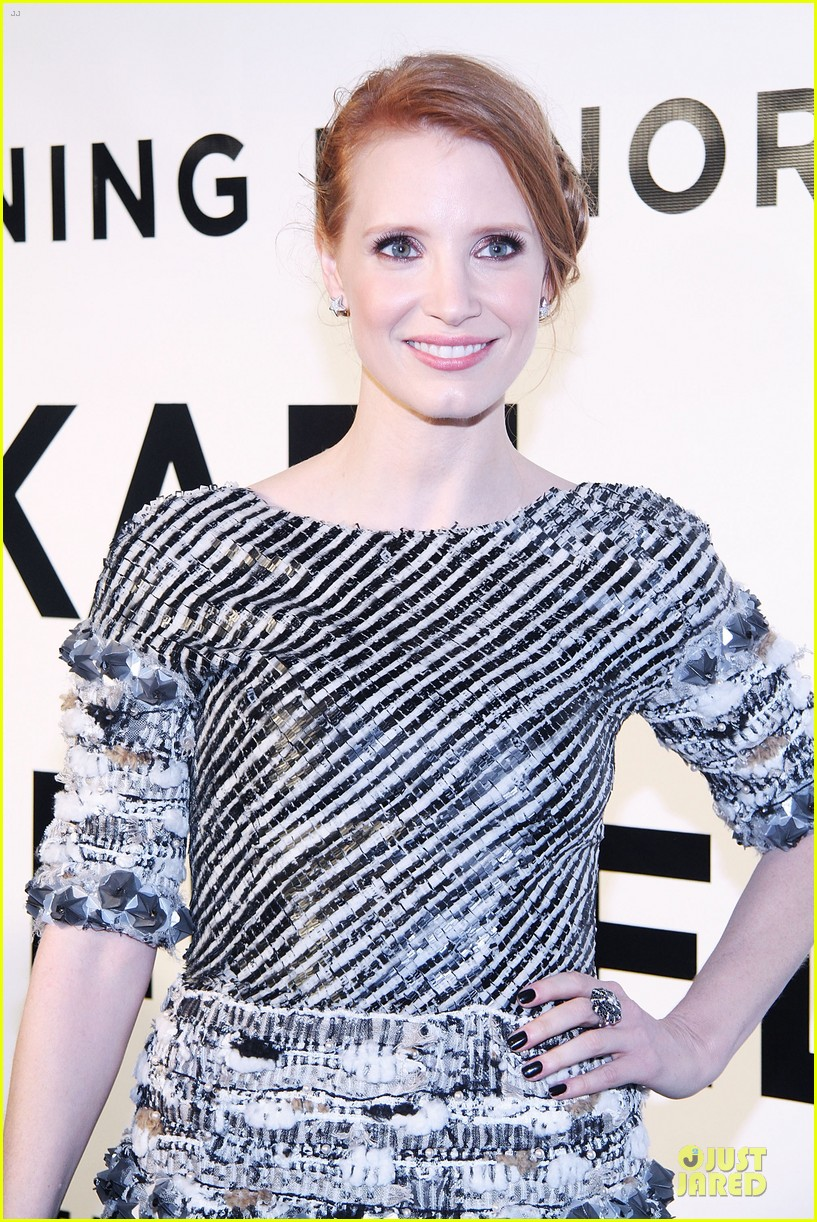 jessica chastain honors karl lagerfeld 082987313