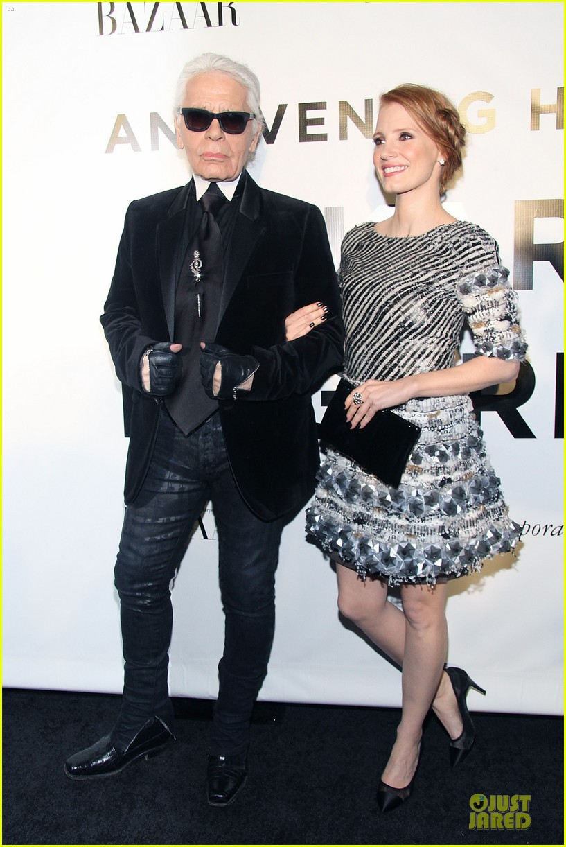 jessica chastain honors karl lagerfeld 112987316