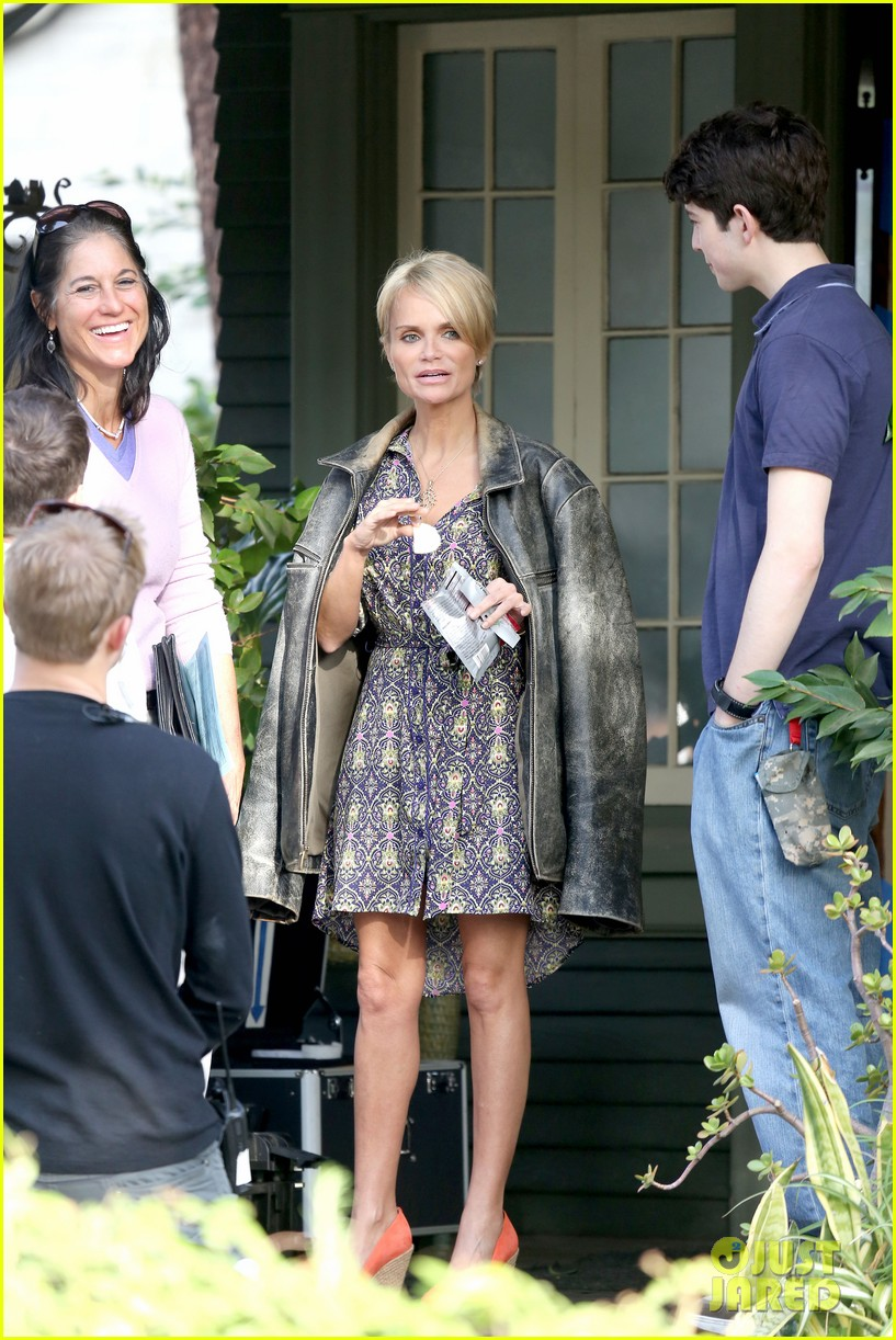 kristin chenoweth snacks during fun day at work 092995945