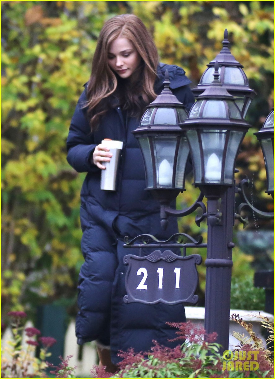chloe moretz early morning filming for if i stay 032988122