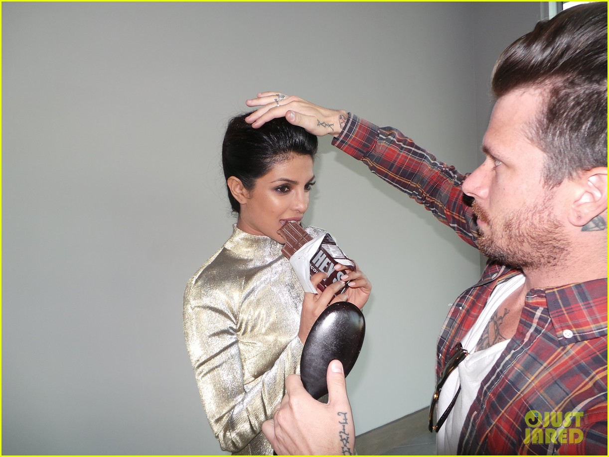priyanka chopra just jared spotlight of the week behind the scenes pics 042992801