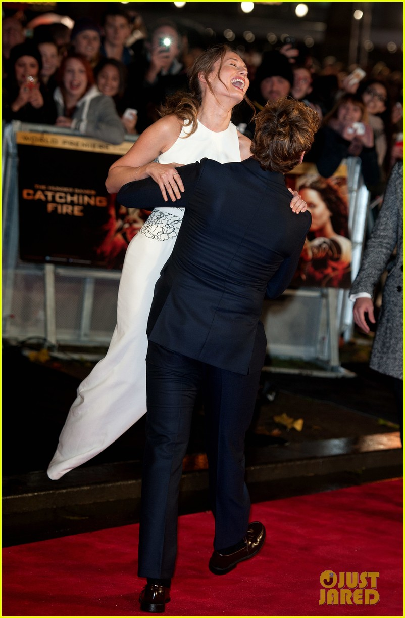 sam claflin willow shields catching fire london premiere 17