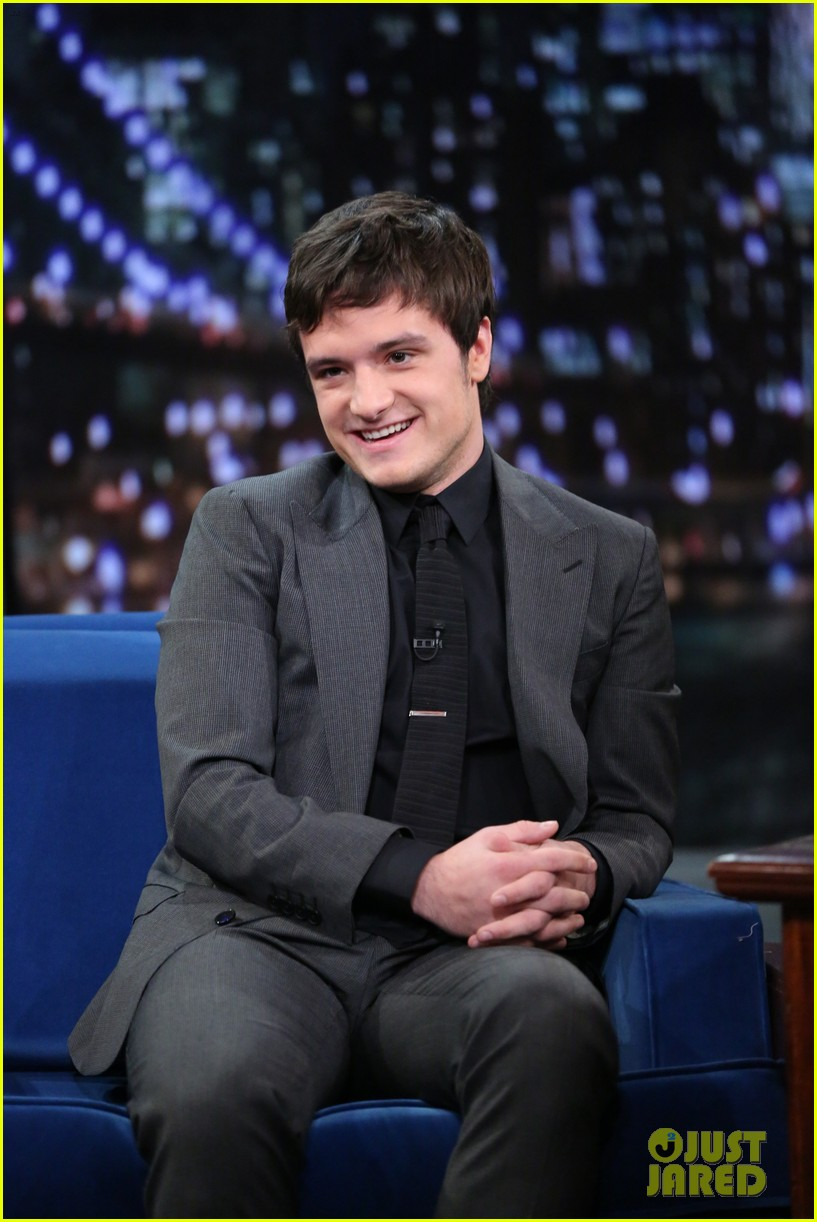 kelly clarkson josh hutcherson visit jimmy fallon 043000980