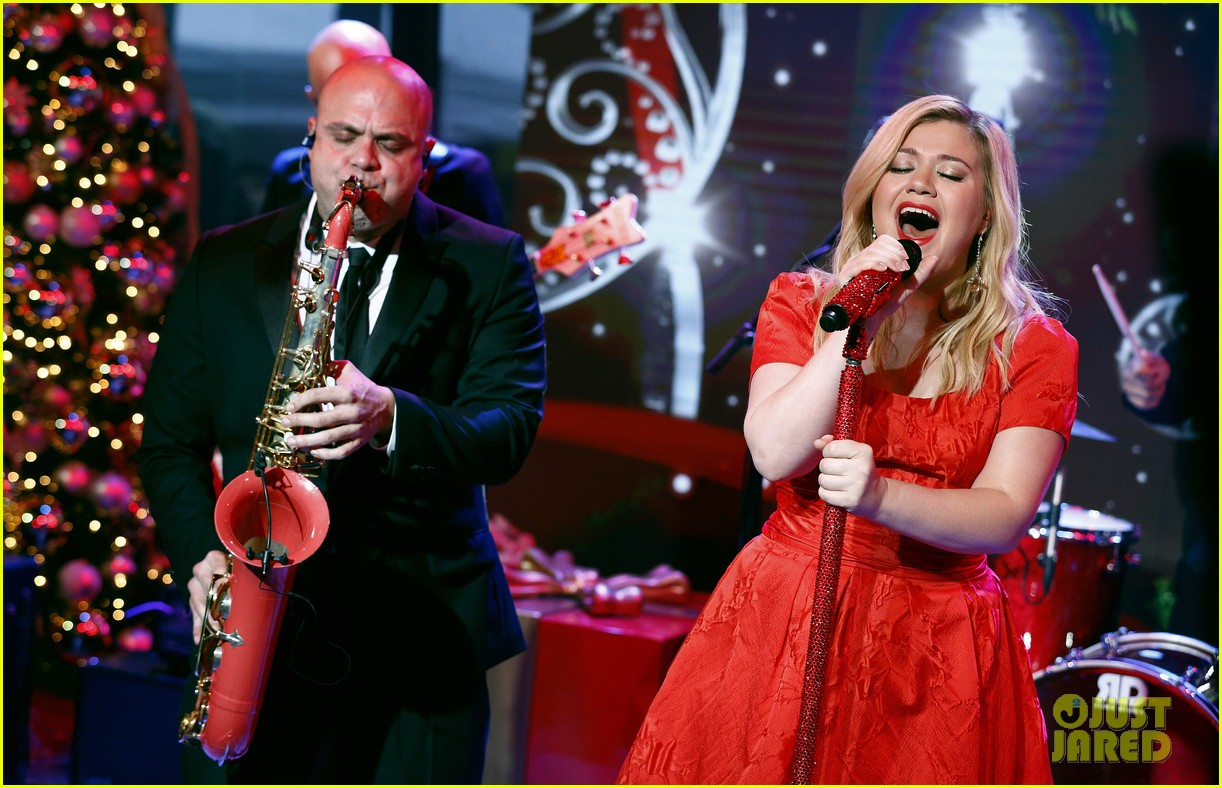 Pregnant Kelly Clarkson Sings Christmas Song on \'Today Show\': Photo ...