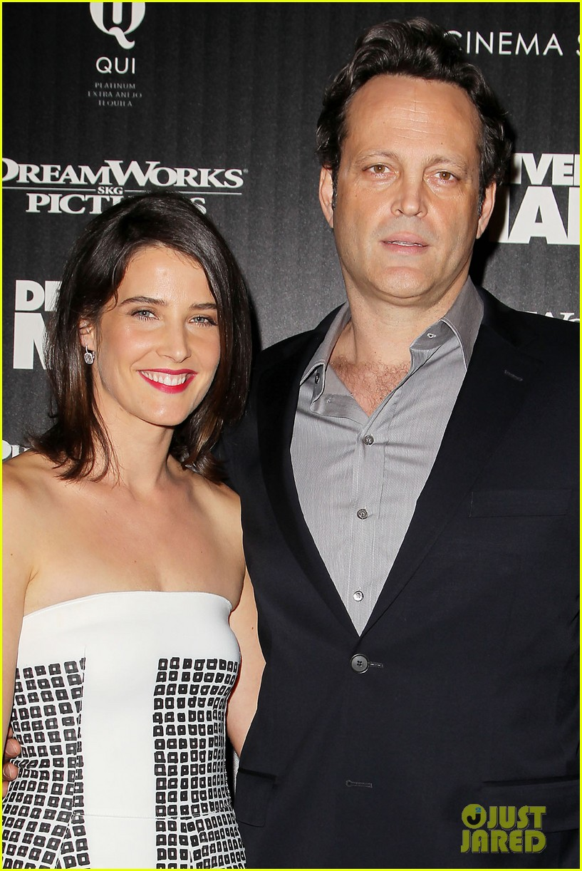 cobie smulders delivery man premiere with vince vaughn 062995135