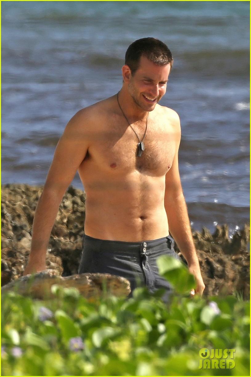 bradley cooper shirtless with john krasinski pregnant bikini clad emily blunt 072996547