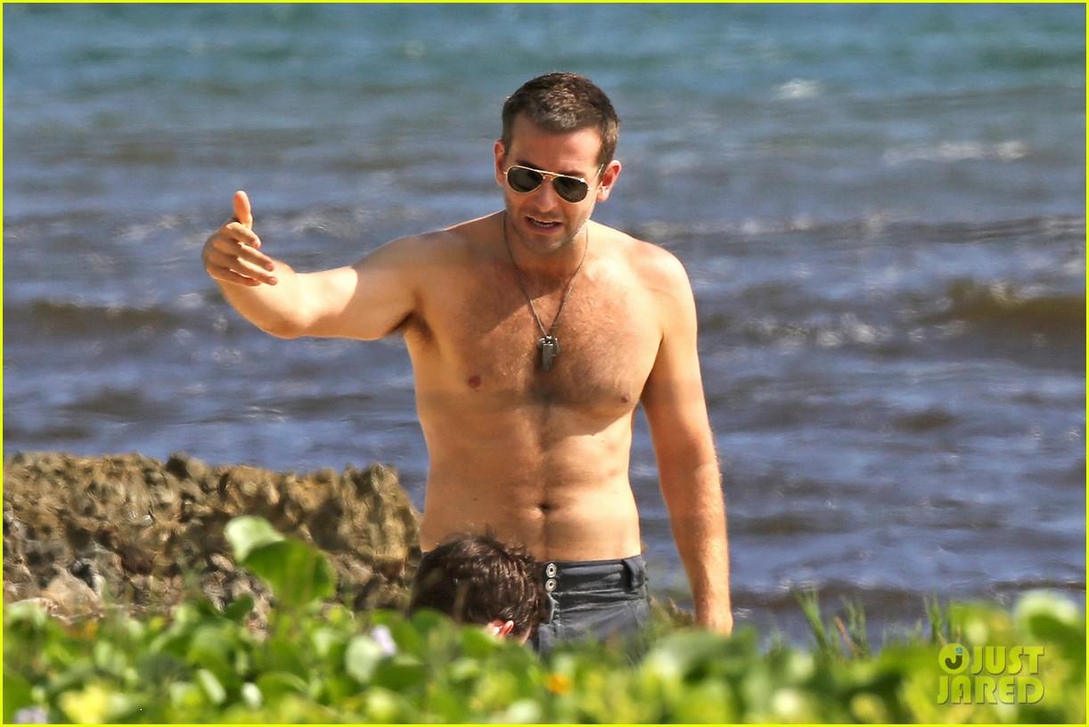 bradley cooper shirtless with john krasinski pregnant bikini clad emily blunt 152996555