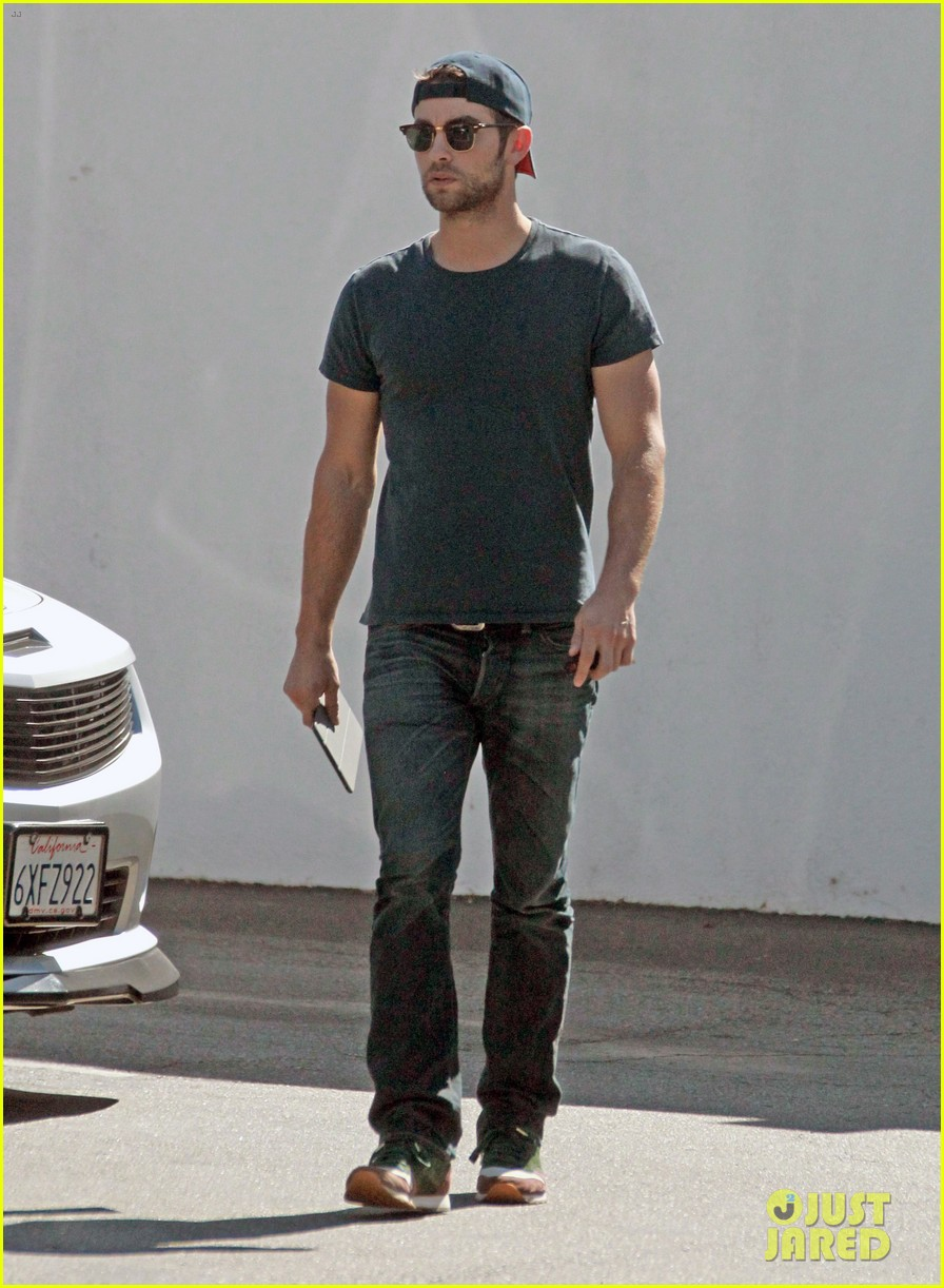 chace crawford has low key halloween afternoon 012984074