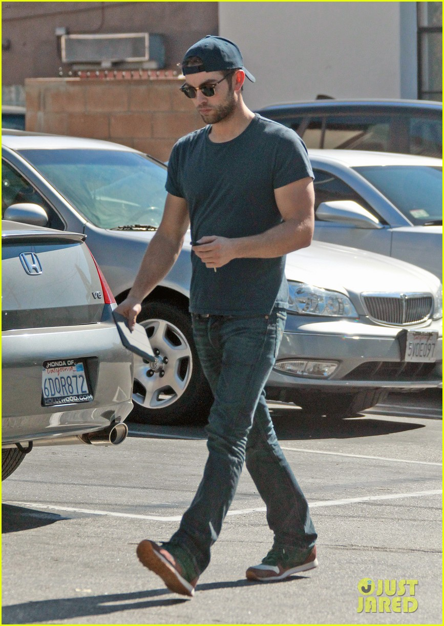 chace crawford has low key halloween afternoon 022984075