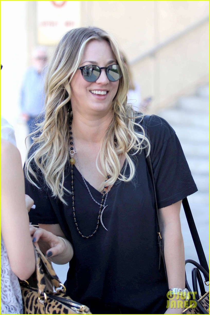 kaley cuoco lunches with sister briana 022993150