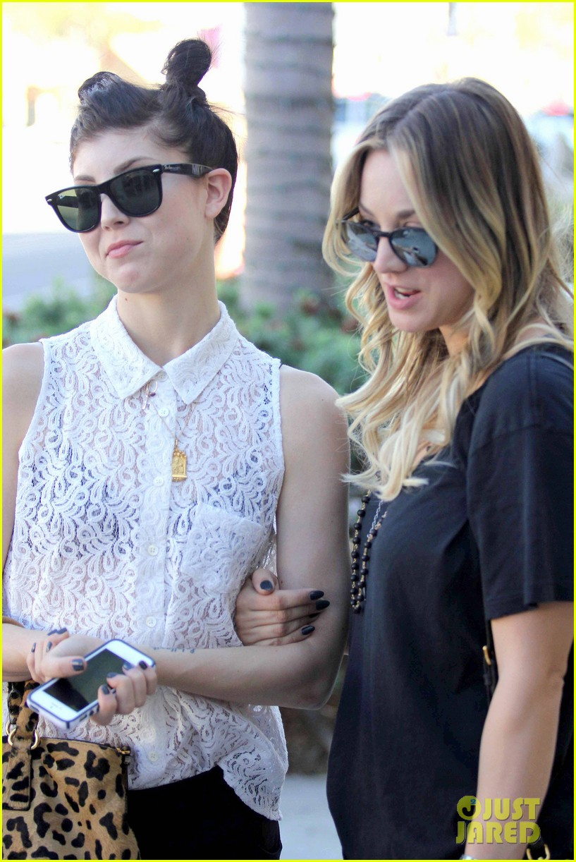 kaley cuoco lunches with sister briana 042993152