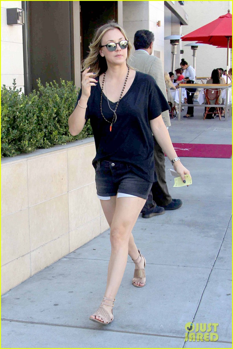 kaley cuoco lunches with sister briana 132993161